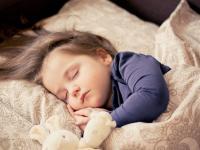 Comment respecter le rythme de sommeil de mon enfant pendant les vacances
